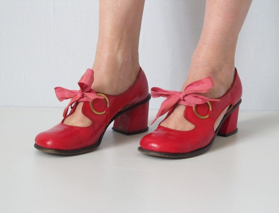 vintage 1970s Shoes / Cut Out Shoes / Red Shoes / Cherry Pie