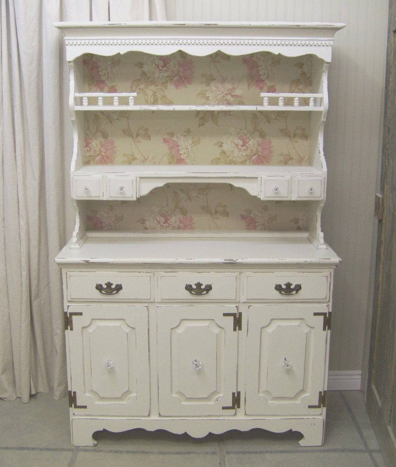 White Kitchen Hutch: Shabby White Cottage Kitchen Hutch Chic