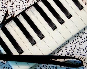 Piano Keys Zippered Pouch Wristlet TICKLIN' THE IVORIES Detachable Strap Black & White Cotton