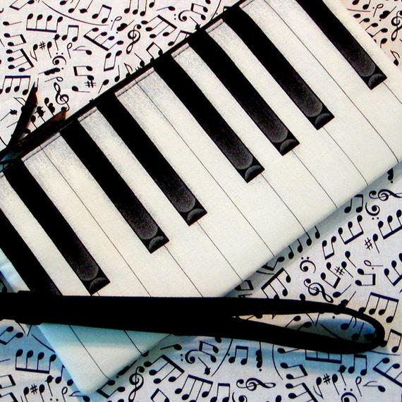 Piano Keys Wristlet TICKLIN' THE IVORIES Detachable Strap Black & White Cotton Zipper Pouch