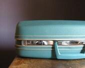 Vintage Samsonite Suitcase .. Teal
