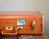 Vintage Medium Samsonite Streamlite Suitcase .. Saddle Tan