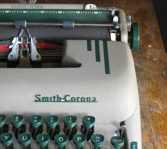 Vintage 1950s Smith-Corona Silent-Super Typewriter