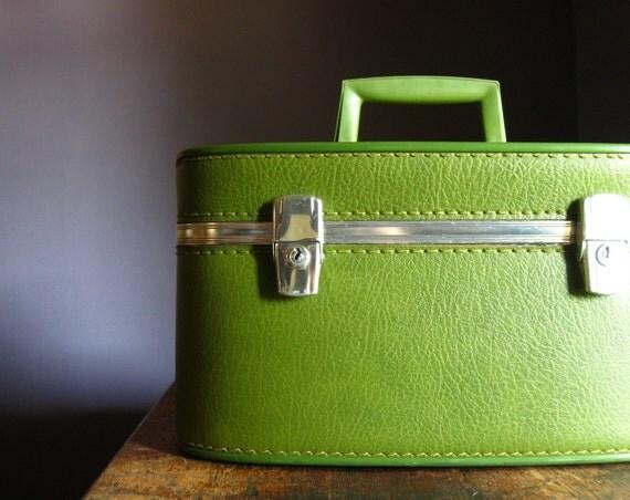 Vintage Train Case .. Avocado Green