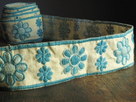 Extra Wide Vintage Blue Daisy Trim