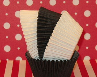 Elegant Black and White Cupcake Liners   (50)