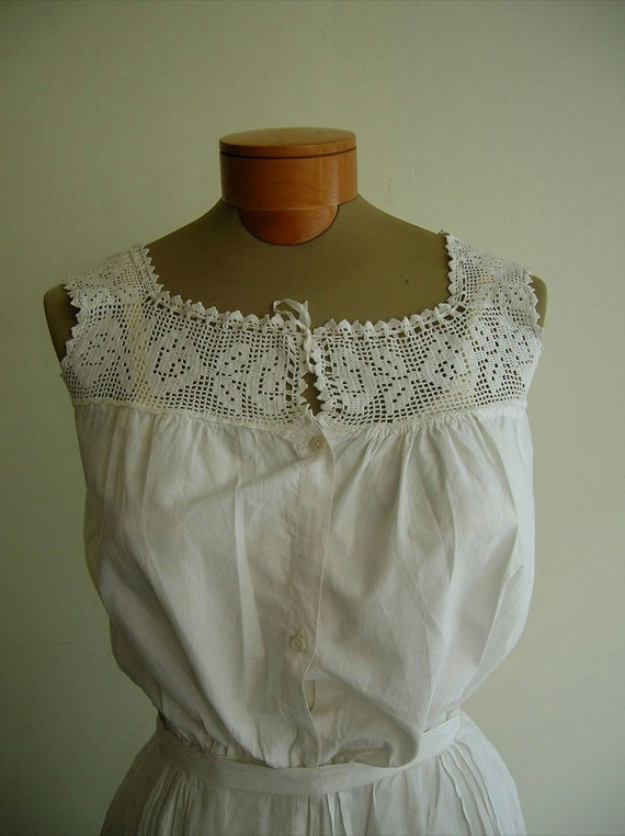 1900's White lawn cotton camisole, with hand crocheted flowered top