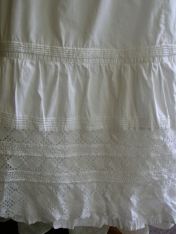 """RESERVED 1900's 32"""" waist batiste cotton embroidered skirt"""