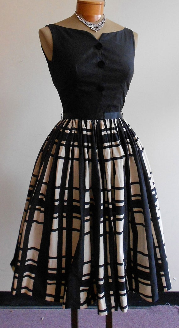 1950 S 32 Bust Sleeveless Black Top And Black And