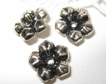 30 pcs -14mm - Vintage silver five petals flower beads (FL047-S)