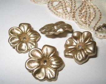 Vintage acrylic flower beads/caps - 12 pcs
