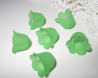 14mm - Frosted Green Tulip flower beads / caps (FL058-E) - 16 pcs