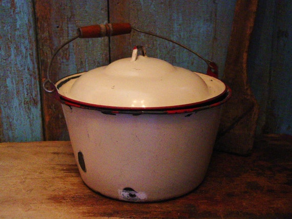 Old Farmhouse Kitchen Cream & Red Enamel Kettle Wood Bail Handle
