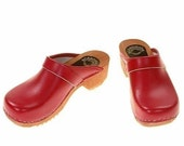 Clogs red