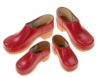 Closed Clog red