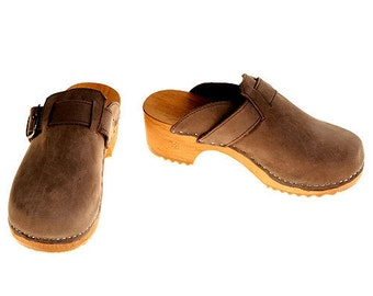 Nubuk Clogs with buckle
