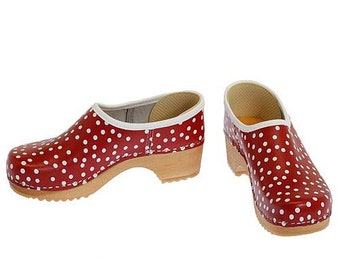 Closed Clog Dots
