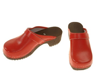 Clogs red / black sole