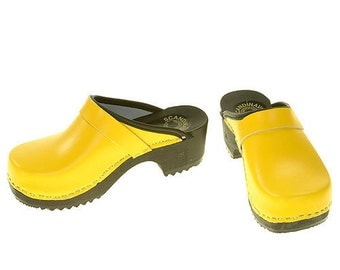 Clogs yellow