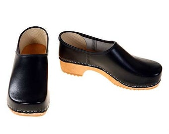 Closed Clog black / bright sole