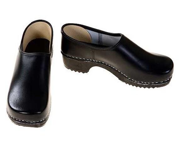 Closed Clog black / black sole