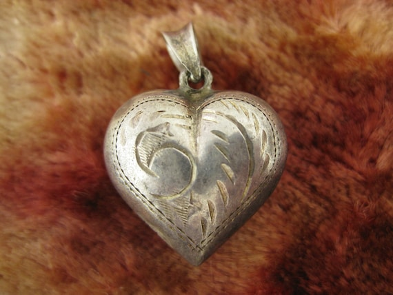 Vintage Sterling Silver Wave Puffy Heart Pendant