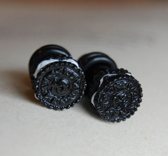 2g (6mm) Oreo Cookie Plugs for stretched ears.