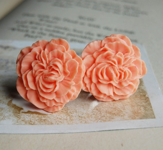 """7/8"""" (22mm) Peach Colored Flower Plugs for stretched ears."""
