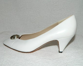 Vintage 1980's BRUNO MAGLI White Leather Classic Pumps  Shoes Size 6 B Made in Italy