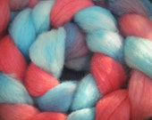 Hand dyed merino roving 100 gram blueberry-cherry