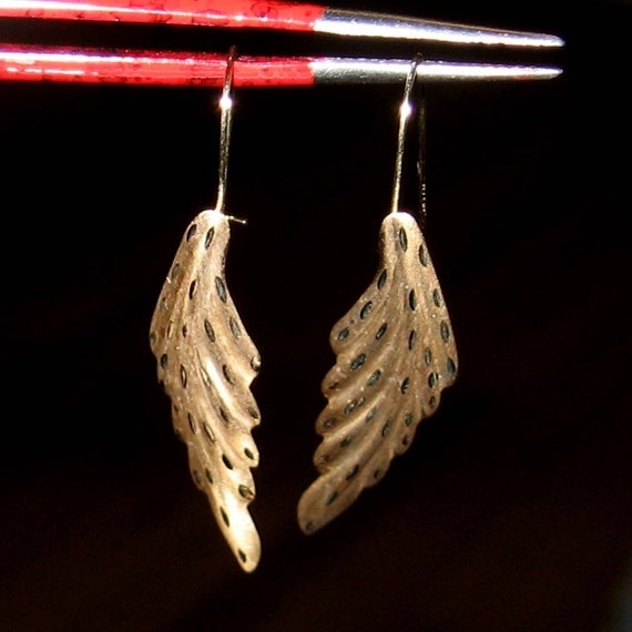Vintage 14K yellow gold Feather Dangle Earrings, unusual, about 1 and a half inches long, free US shipping