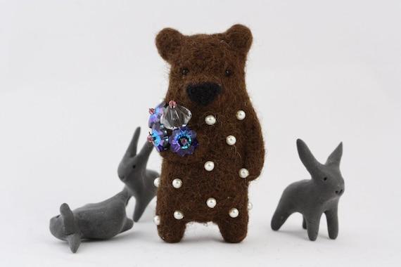 Brown felt bear brooch