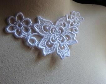 Small White Venice Lace  Applique for Bridal, Jewelry Supply,  Costume Design SWA 458
