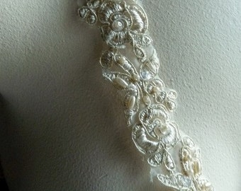 Embroidered Lace Trim in Metallic Champagne Gold for Bridal, Veils,  Costume Design BL 4040