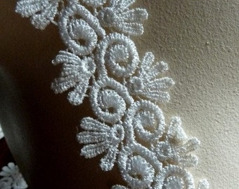 Ivory Lace for Bridal, Garters, Applique,  Costume or Jewelry Design L 2029