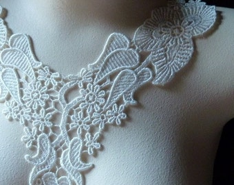 Lace Applique Collar in Ivory Cream for Bridal, Jewelry or Costume Design IA 706