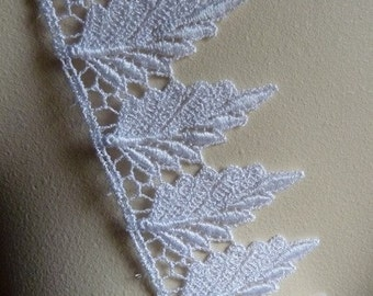 21 Lace Leaf Appliques Leaves in White Venice Lace for Bridal, Boutonnieres, Jewelry or Costume Design