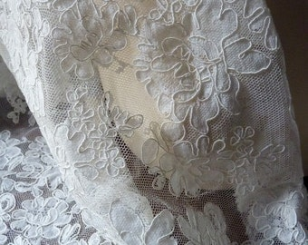 SALE Ivory Corded Lace Fat Quarter Alencon Lace for Bridal Gowns, Applique, Clutches, Headpieces, Home Decor
