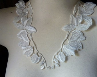 Ivory Lace Applique Pair American made Ivy Leaf Venise Lace for Bridal, Garments AM 5