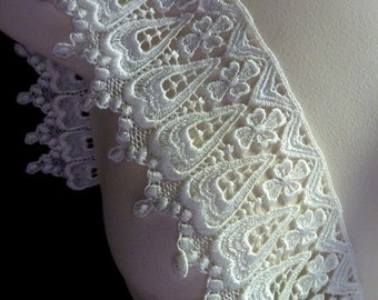 Venise Lace in Ivory for Garters, Bridal Accessories, Cuffs, Jewelry or Costume Design L 2045