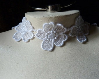 8 Lace Flower Appliques in White for Jewelry, Applique, Crazy Quilts, Crafts L 98