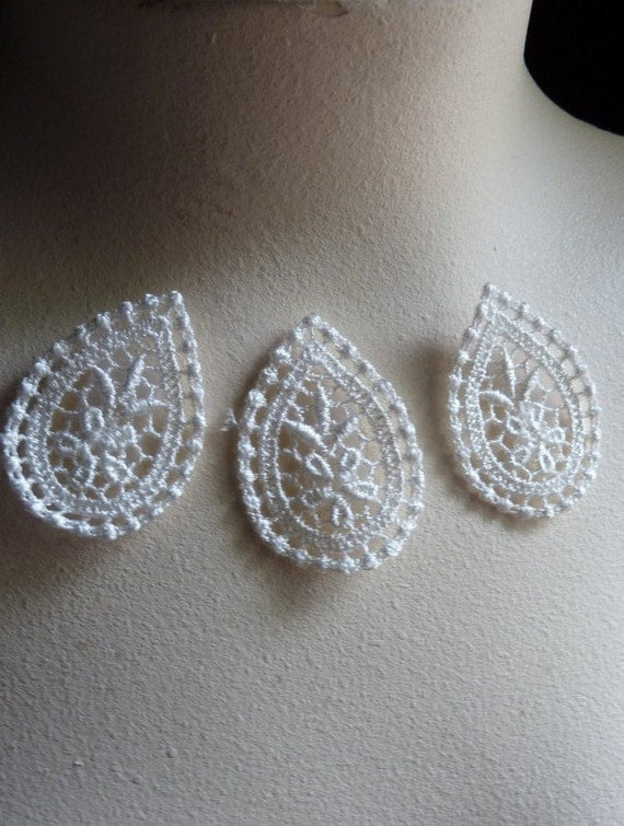 3  Lace Appliques in IVORY Venice Lace for Bridal, Jewelry Supply, Altered Couture,Costume Design