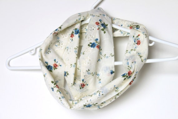 Infinity Scarf.  Circle Cowl Scarf. Vintage Floral Fabric. For Her. Cotton. Women Fashion. Autumn. Blue and White
