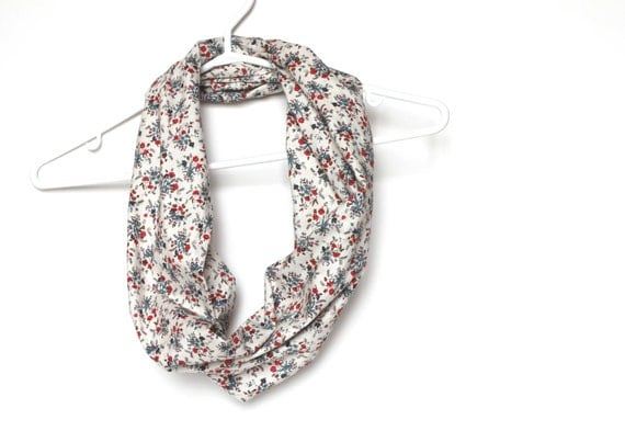 Foral Infinity Scarf.  Circle Cowl Scarf. Autumn Fashion. Vintage Coton Fabric. For Her. Women Fashion. Lightweight. Preppy. Fall.