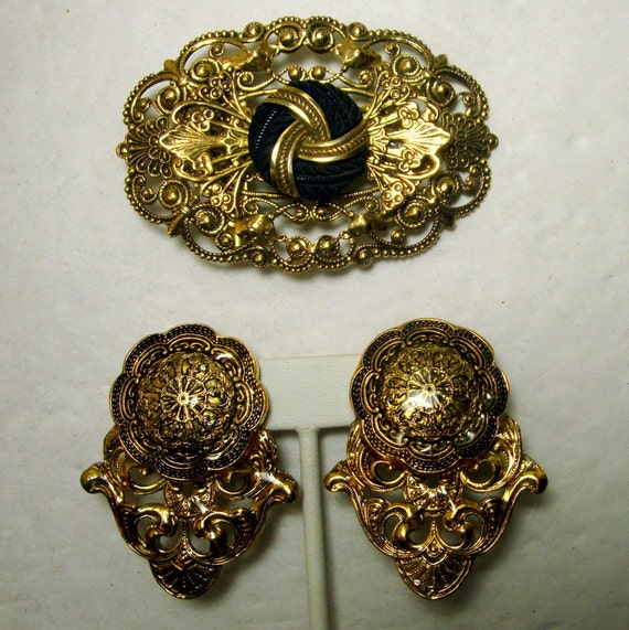 Renaissance Gold Filigree Clip Earrings and Matching Large Pin Set, Hollywood Glamour,  1980s Fancy