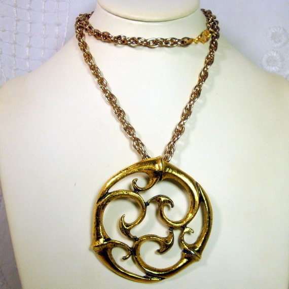 Celtic Style Gold Pendant on Gold Chain, 1970s Large round Swirly Curled Flourishes, Man or Woman's Pendant