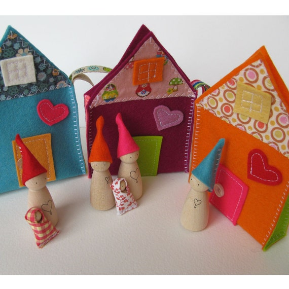 Natural waldorf toys  - Sweet little travelling gnome family house - TURQUOISE -