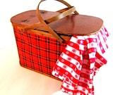 Vintage Hawkeye basket plaid picnic basket