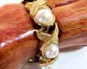 Vintage gold tone and pearl cab link bracelet