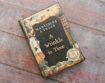 Miniature Book --- A Wrinkle in time